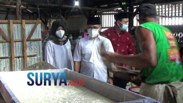 Kegigihan Bos Tahu Banyuwangi Pertahankan Puluhan Karyawan, Meski Didera Pandemi dan Harga Kedelai - pengusaha-tahu-di-banyuwangi-bertahan-2.jpg