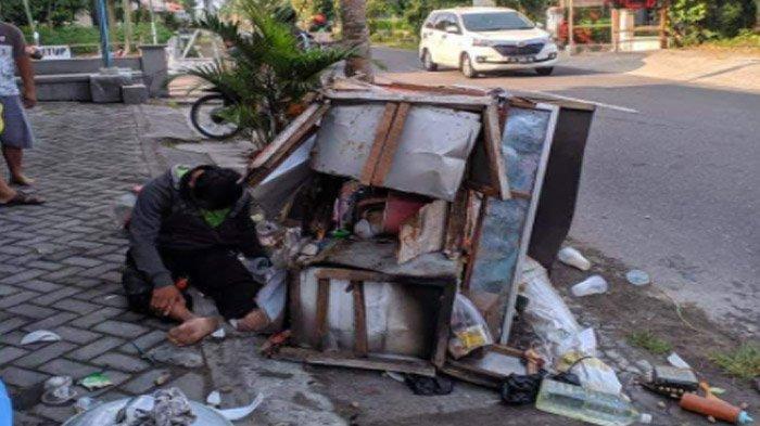 Kaget Ada Ratusan Pentol Menggelinding di Jalan, Warga Blitar Malah Trenyuh dengan Penjual Bakso Ini - penjual-pentol-di-blitar-pingsan-di-jalan1.jpg