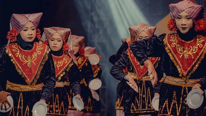 Keseruan Pentas Seni Budaya di Ponpes Al-Aqobah Jombang: Bersatu dalam Aneka Budaya