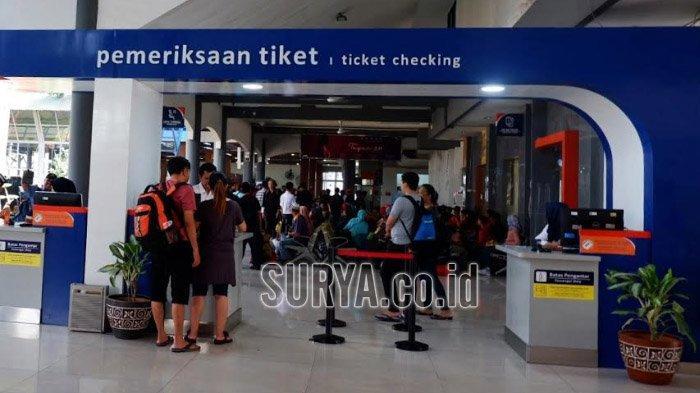 Tak Ingin Kehabisan Tiket KA Mudik Lebaran 2020, Calon Penumpang Pilih Beli di Stasiun Gubeng