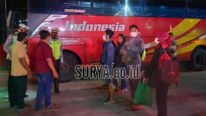 Mulai Berlaku Larangan Mudik, Bus dan Mobil Penumpang Terpaksa Putar Balik Saat Masuk Tuban