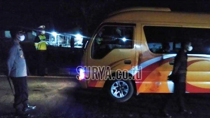 Di Jembatan Suramadu, Satu Mobil Elf Masuk Bangkalan Diarahkan Putar Balik ke Surabaya
