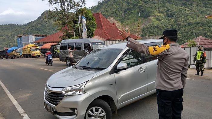 Info Larangan Mudik di Trenggalek, Puluhan Kendaraan Diminta Putar Balik, 1 Travel Gelap Diamankan