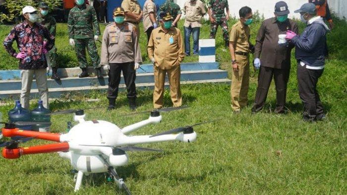 Satgas Covid-19 Kabupaten Malang Gunakan Drone Untuk Penyemprotan Disinfektan