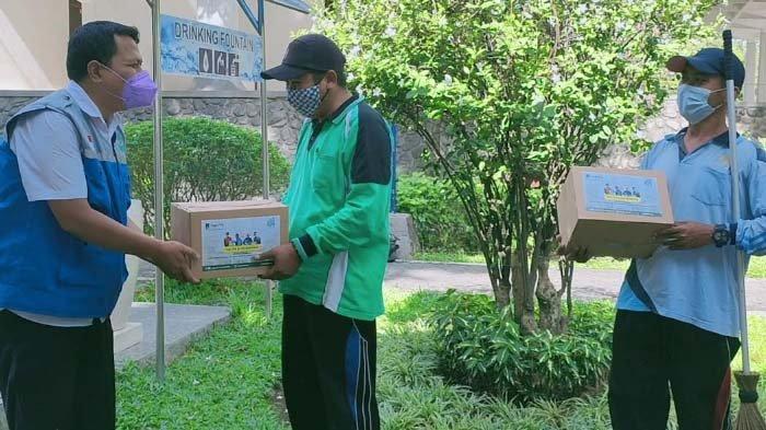 YMI Salurkan Bantuan Paket Sembako kepada 267 Pekerja Lepas dan Petugas Masjid ITS
