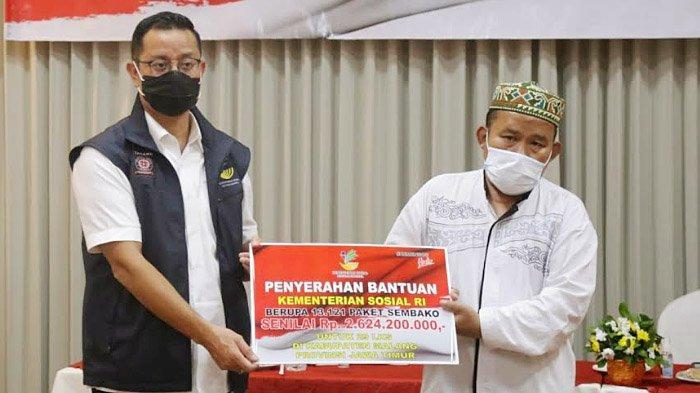 Ringankan Beban Masyarakat, Mensos Juliari Salurkan Paket Sembako untuk 29 LKS di Kabupaten Malang