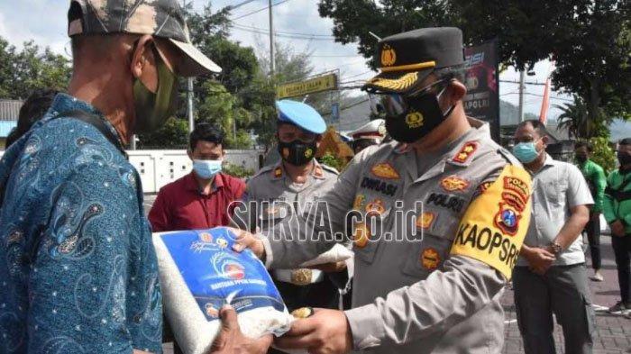 Pengemudi Ojol dan Sopir di Kabupaten Trenggalek Terima Paket Bantuan Sosial