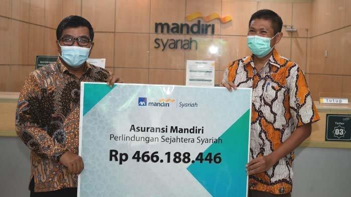 Warga Surabaya Terima Rp 446,188 Juta Klaim Perawatan Covid-19 dari AXA Mandiri dan BSM
