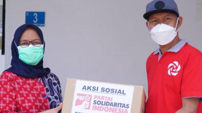 Partai Solidaritas Indonesia (PSI)  Salurkan 1.000 APD untuk Tenaga Kesehatan di Surabaya
