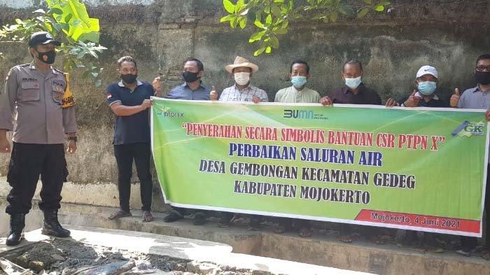PTPN X Salurkan Bantuan untuk Perbaikan Irigasi kepada Warga Sekitar PG Gempolkrep Mojokerto
