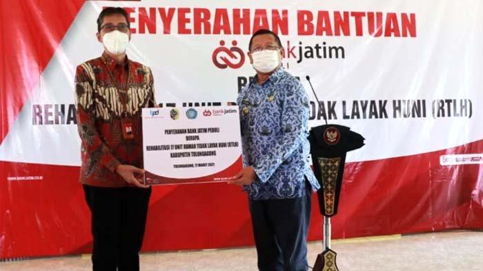 Bank Jatim Perbaiki 17 Rumah Tidak Layak Huni lewat Program CSR Bank Jatim Peduli di Tulungagung