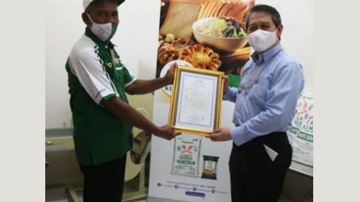 28 UKM Mie di Jatim Dapat Sertifikat Halal melalui Bogasari