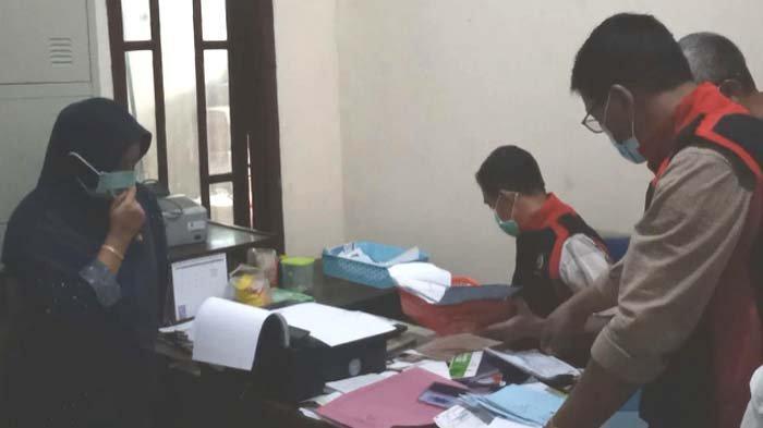 Kantor PT Intan Parawira Cabang Kediri Digeledah terkait Dugaan Korupsi Pengadaan Buku Perpustakaan