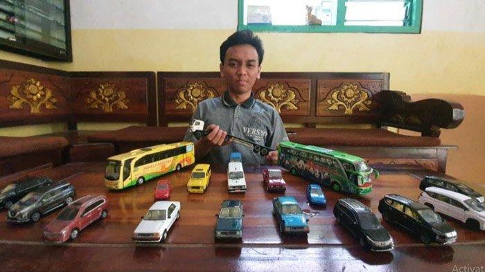 Di Usia 19, Miniatur Kendaraan Buatannya Terjual ke Seluruh Indonesia; Sandiaga Uno Beri Motivasi - perajin-miniatur-kendaraan-asal-pasuruan.jpg