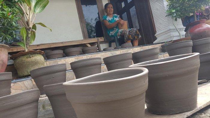 Pesanan dari Penyuka Tanaman Hias Membanjir, Perajin Pot Tanah Liat di Magetan Megap-Megap - perajin-pot-bunga-magetan-1.jpg