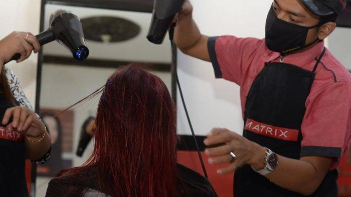 Hindari Pemakaian Produk Perawatan Rambut dengan pH Tinggi untuk Rambut Berwarna