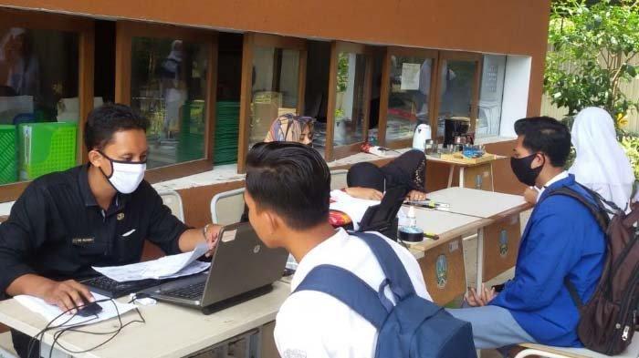 Pemkab Banyuwangi Jemput Bola Perekaman Data e-KTP untuk Siswa Usia 17 Tahun