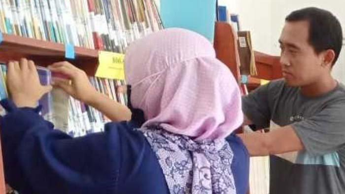 Bayar Nggawa Strategi Literasi di Tengah Pandemi,Perpus Sekolah Layani Buku Siswa Tak Punya HP