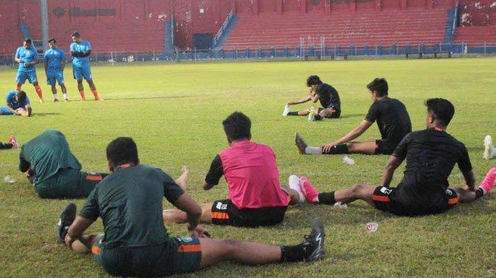 Pelatih Karteker Persik Kediri Alfiat Fokus Fisik Pemain jelang Laga Series 2 Liga 1