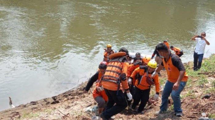 Bocah Ngawi Tenggelam saat Mandi di Sungai, Jasadnya Ditemukan 100 Meter dari Lokasi Kejadian