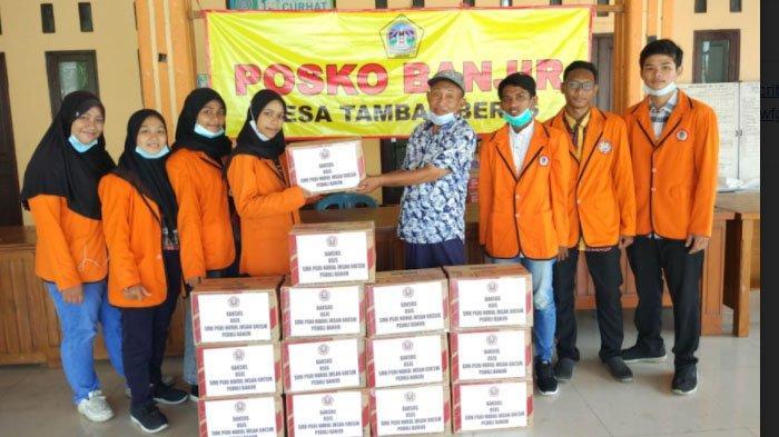 Isi Libur Natal dan Tahun Baru, Siswa PGRI Nurul Ikhsan Gresik Salurkan Bantuan kepada Korban Banjir