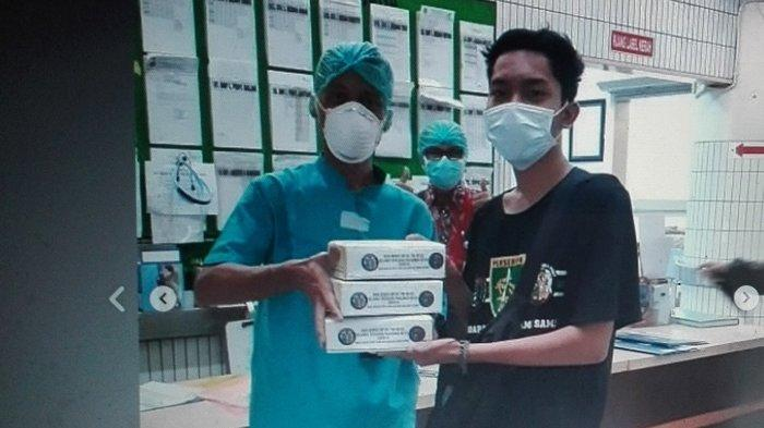 Suporter Persebaya Bonek Bagi-bagi APD ke Rumah Sakit di Surabaya untuk Lawan Virus Corona