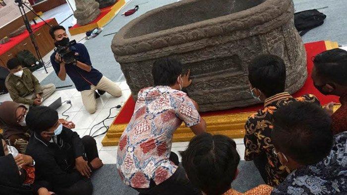 Belajar Mencintai Sejarah, Peserta Saka Pariwisata Kota Kediri Diajak Membaca Aksara Jawa Kuno