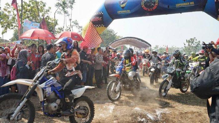 Komunitas Trail Kediri (KTK) dan AJM MX Brotherhood sambil Ngetrail Bagikan 350 Paket Sembako