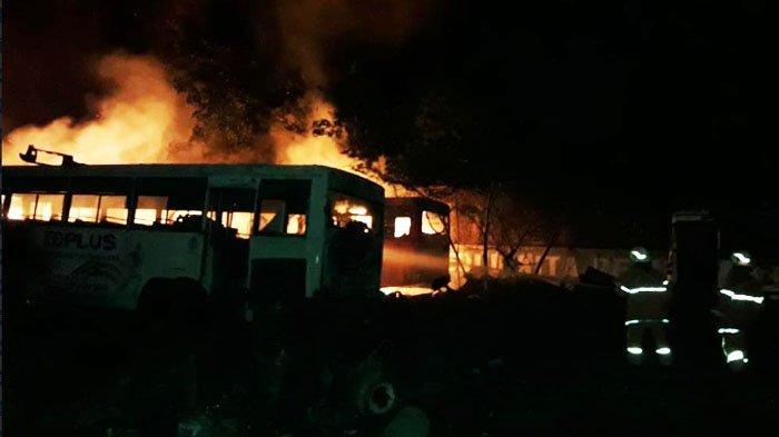 5 Unit Bus Damri di Surabaya yang Parkir di Garasi Hangus, Pengelola Menyerah saat Kebakaran Ketiga