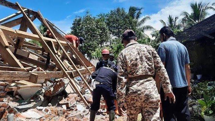Bantuan Rekonstruksi Rumah Korban Gempa Lumajang Belum Turun, Ini yang Dilakukan Warga