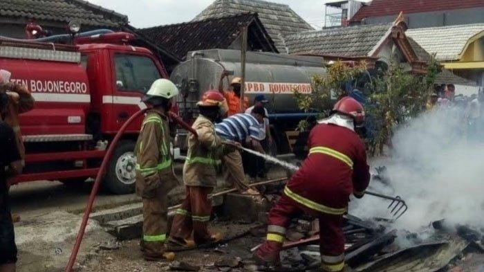 Penyebab Delapan Rumah Dilalap Api di Bojonegoro, Kerugian Capai Ratusan Juta