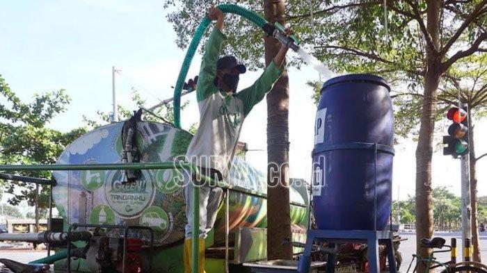 Disiplin Protokol Kesehatan, Petugas Rawat Tandon Air Tempat Cuci Tangan di Kota Kediri