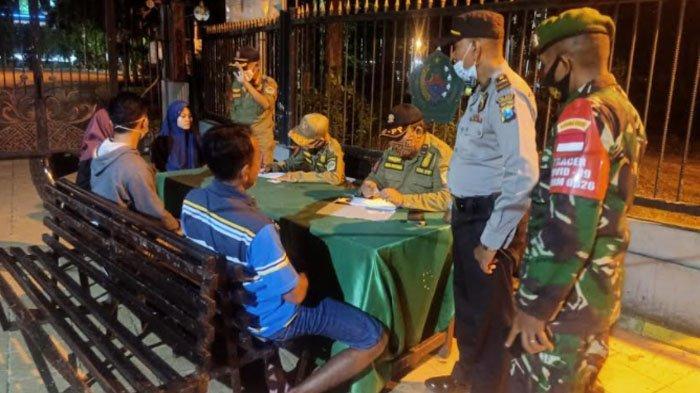 Petugas Gabungan di Kabupaten Pamekasan Lakukan Operasi Yustisi di Taman Arek Lancor