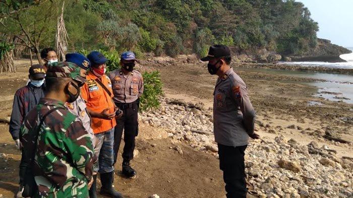 Detik-detik Ombak Menerjang 6 Wisatawan di Pantai Batu Bengkung Kabupaten Malang, 2 Orang Meninggal