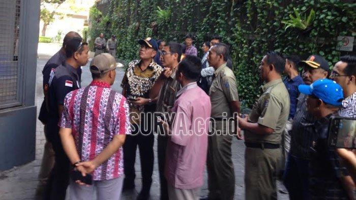Inilah Alasan Hotel Tenar di Kawasan Surabaya Barat Disegel Petugas Gabungan: Sesuai Perintah Perda