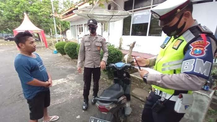 Mengaku Gugup Lihat Polisi, Pemuda di Lumajang Jatuh dari Motor di Posko Penyekatan Larangan Mudik