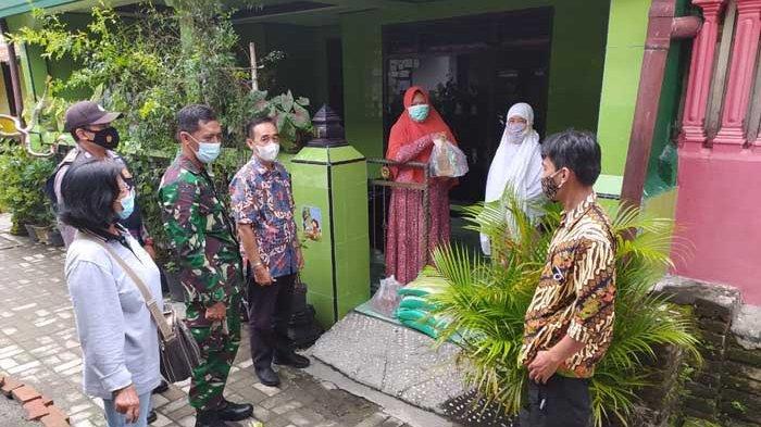 Warga Isolasi Mandiri karena Covid-19 di Kota Kediri Dapat Bantuan Paket Sembako