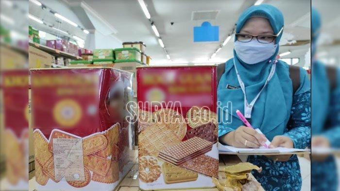 Petugas Masih Temukan Kaleng Kemasan Makanan Penyok di Swalayan Kota Blitar