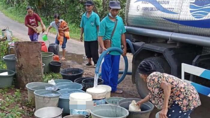 2 Km Pipa PDAM Hanyut Terbawa Banjir Bandang, Kebutuhan Air Bersih Warga Dipasok dengan Truk Tangki