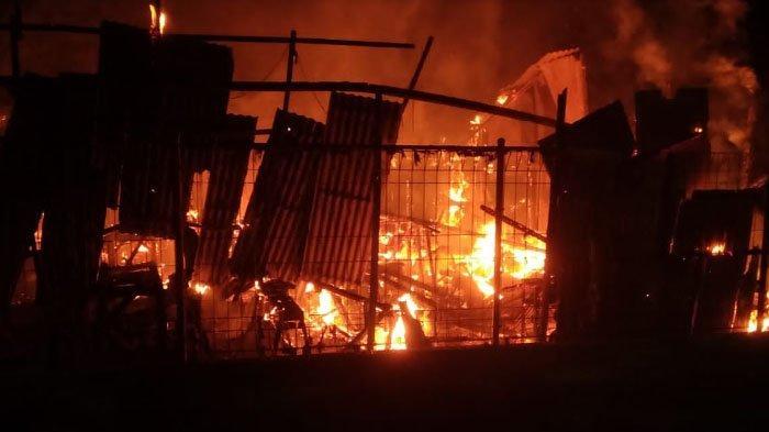 Warung Soto di Kabupaten Gresik Kebakaran, Petugas Padamkan Api Selama Satu Jam Lebih