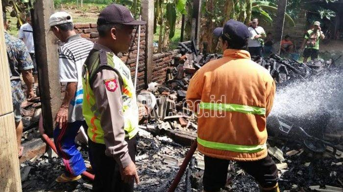 Lupa Mematikan Tungku, Rumah Warga Tanggulkundung Tulungagung Ludes Terbakar