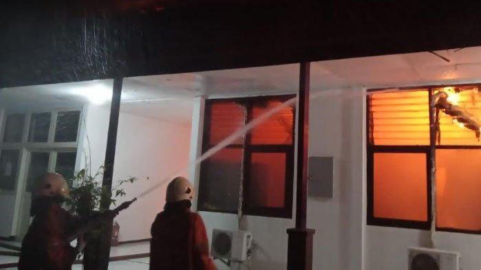 Bangunan Kantor di Gayungan Kota Surabaya Terbakar, 14 Mobil PMK Diturunkan