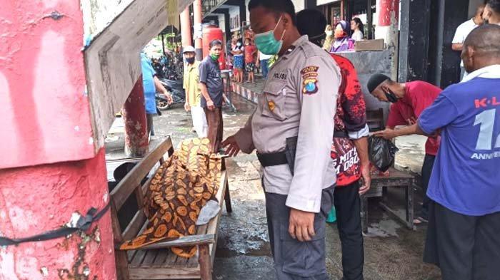 Tukang Becak di Blitar Tiba-tiba Ambruk lalu Tewas saat Mainan HP di Pasar Wlingi