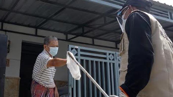 Satgas PPKM Mikro Cek Langsung Kondisi Kesehatan Warga yang Isoman di Kota Kediri