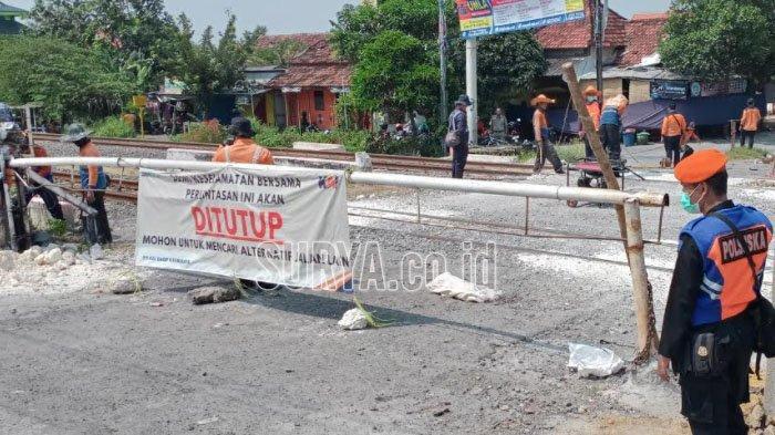 Mulai Hari Ini, Perlintasan KA di Jalan Pahlawan Kabupaten Lamongan Ditutup, Pengguna Jalan Kecele