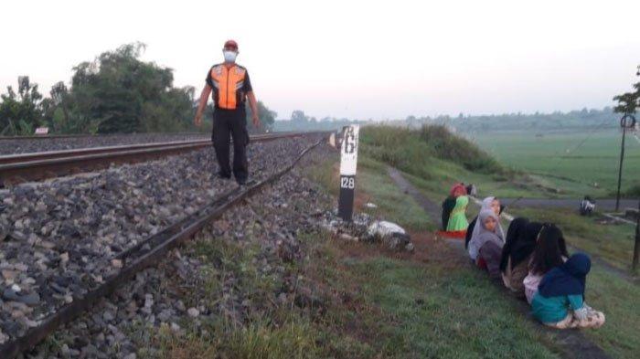 Masyarakat Diimbau Tak Ngabuburit dan Bermain di Jalur Rel Kereta Api