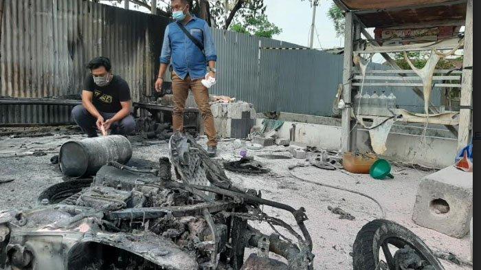 Ceroboh, Motor Metic di Gresik Hangus Terbakar saat Tukang Tambal Bannya nyambi Isi Bensin ke Botol