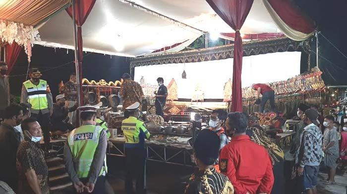 Polisi Bubarkan Hajatan di Sidoarjo, Ada Wayang Kulit, Tuan Rumah sempat Ngeyel, ini Alasannya