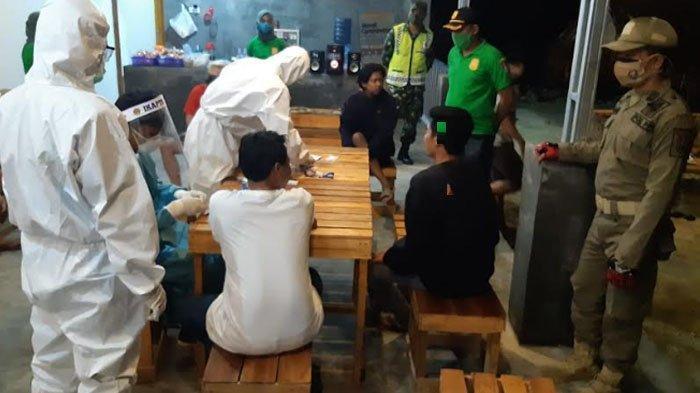 Rapid Test Pengunjung Warung Kopi di Tuban, Ada Tiga Orang yang Dinyatakan Reaktif