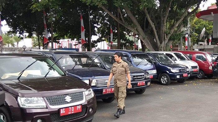 Pemkot Blitar Siagakan 10 Petugas Jaga Mobdin yang Dikandangkan di Halaman Kantor Wali Kota